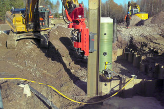 Extracting the sheet piles at pump station site